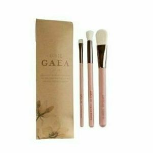 Luxie Gaea Set of 3 Wooden Makeup Brushes …